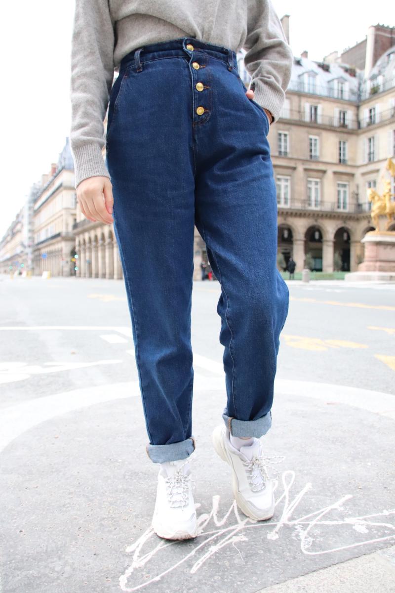 Porter le mom jeans quand on est petite