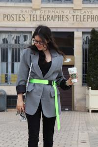 photo de rosepaillettee avec une veste oversize Zara avec ceinture fluo