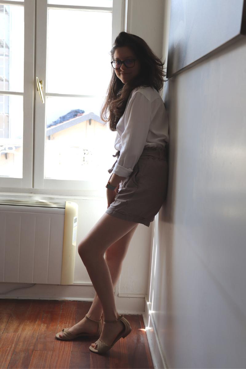 Chemise blanche et short