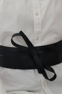 La chemise blanche d'homme