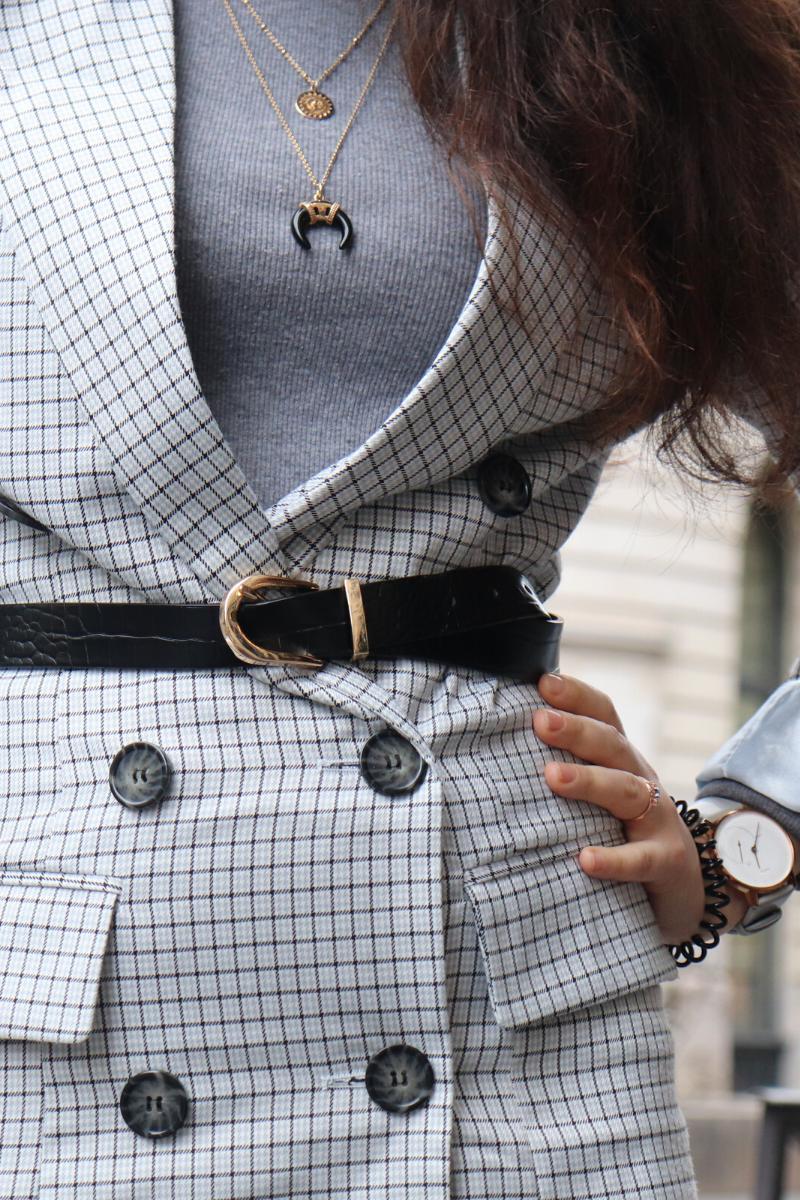 Robe blazer bleu et col roulé gris