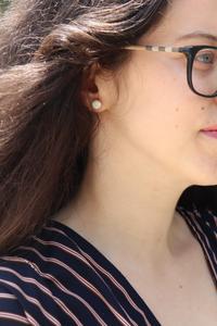 focus sur les boucles d'oreille perle