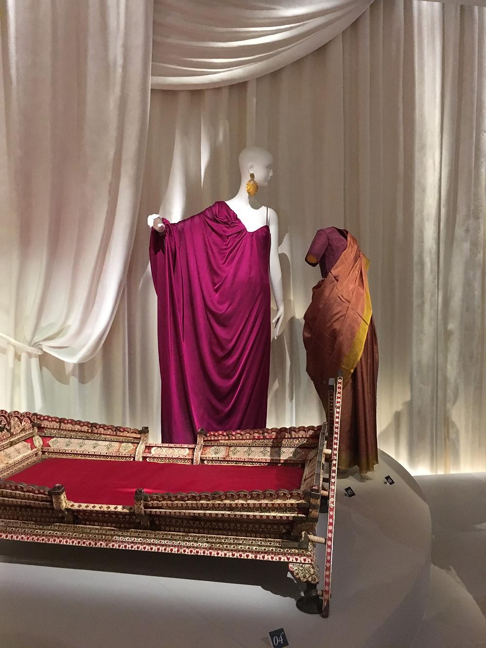 Photo de tenue d'Yves saint laurent inspiré par l'Inde