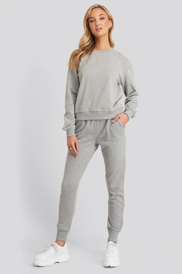 Ensemble de jogging gris NA-KD
