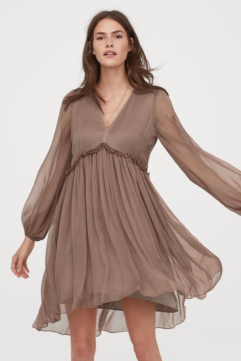 robe en mousseline beige poudré
