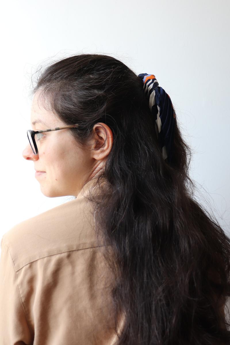 demi-queue avec foulard