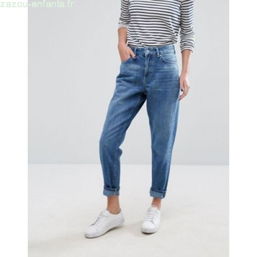 Le jeans mom
