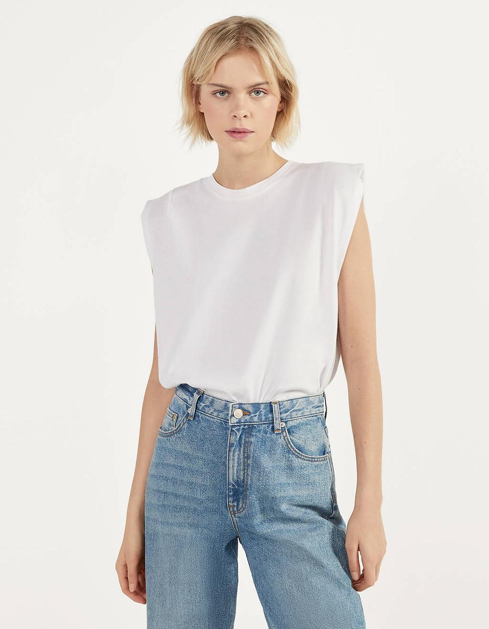 T-shirt blanc à épaulette Bershka