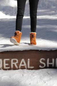 photo gros plan des boots ellessee sur l'écriteau général sherman