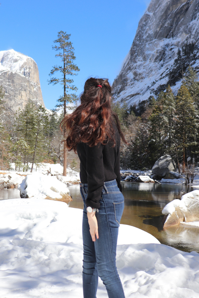 Photo de Rosepaillettee de dos à mirror lake au sein de yosemite avec couette retourné