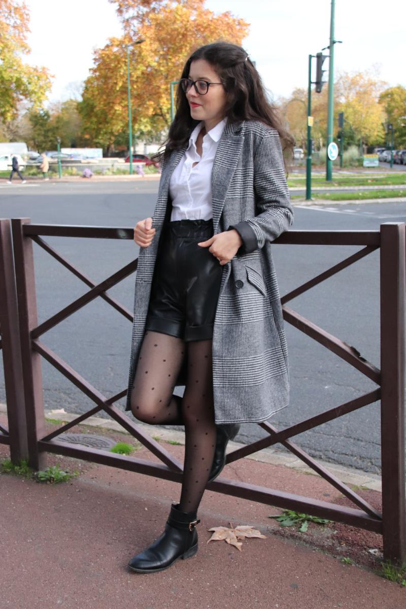 Une tenue preppy avec un short en simili cuir