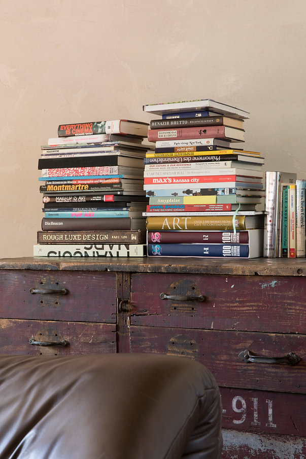 books,art, livingroom, fierplace,