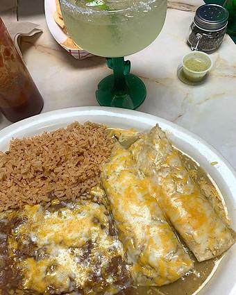 Green chicken enchiladas! #bonitas #mexi