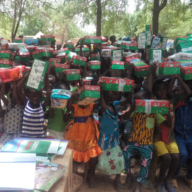 2019Samaritan's purse children with boxe