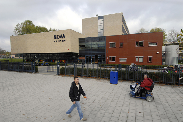 Gevel hoofdentree NOVA college