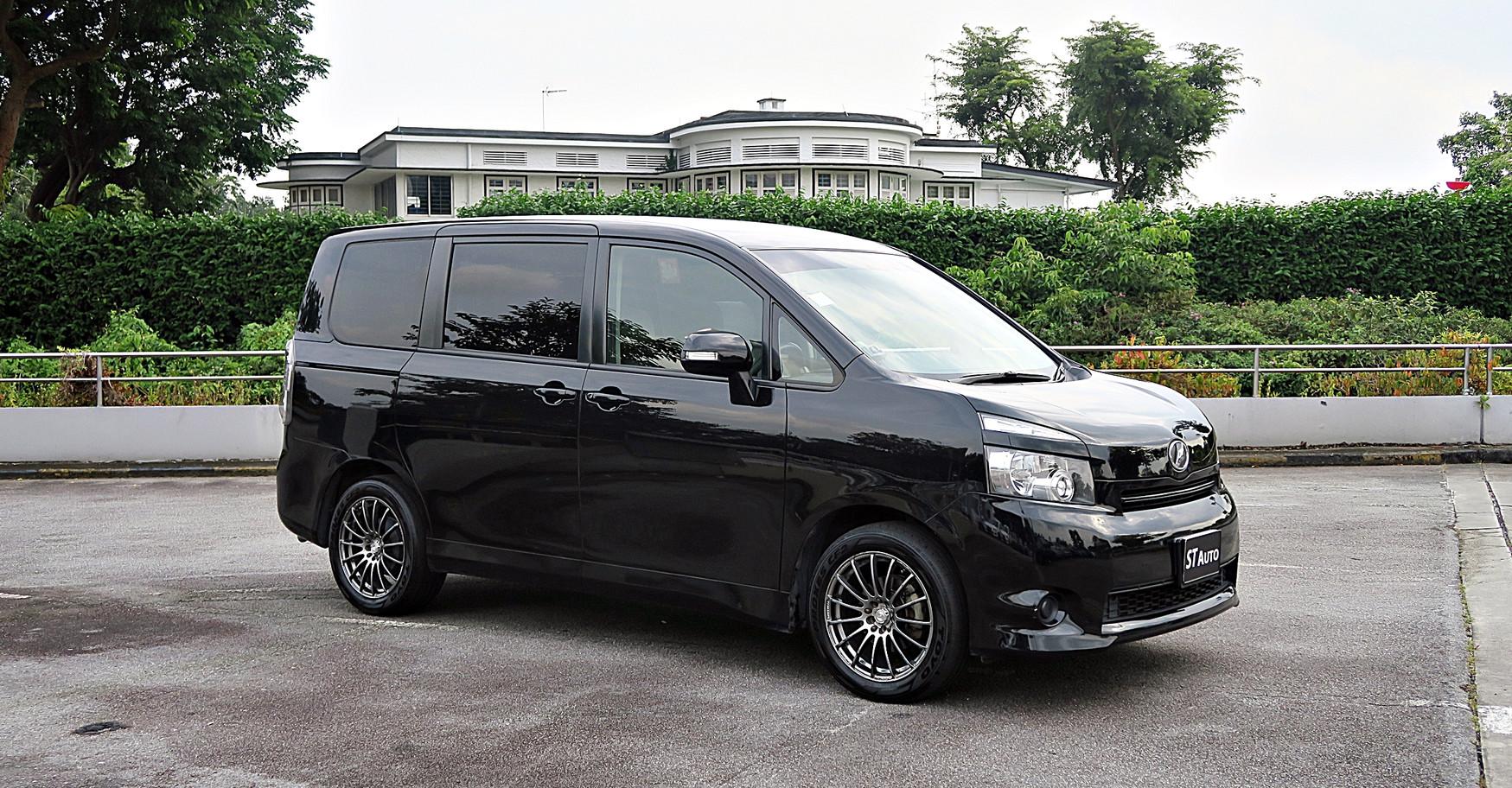 Toyota Voxy 2.0A