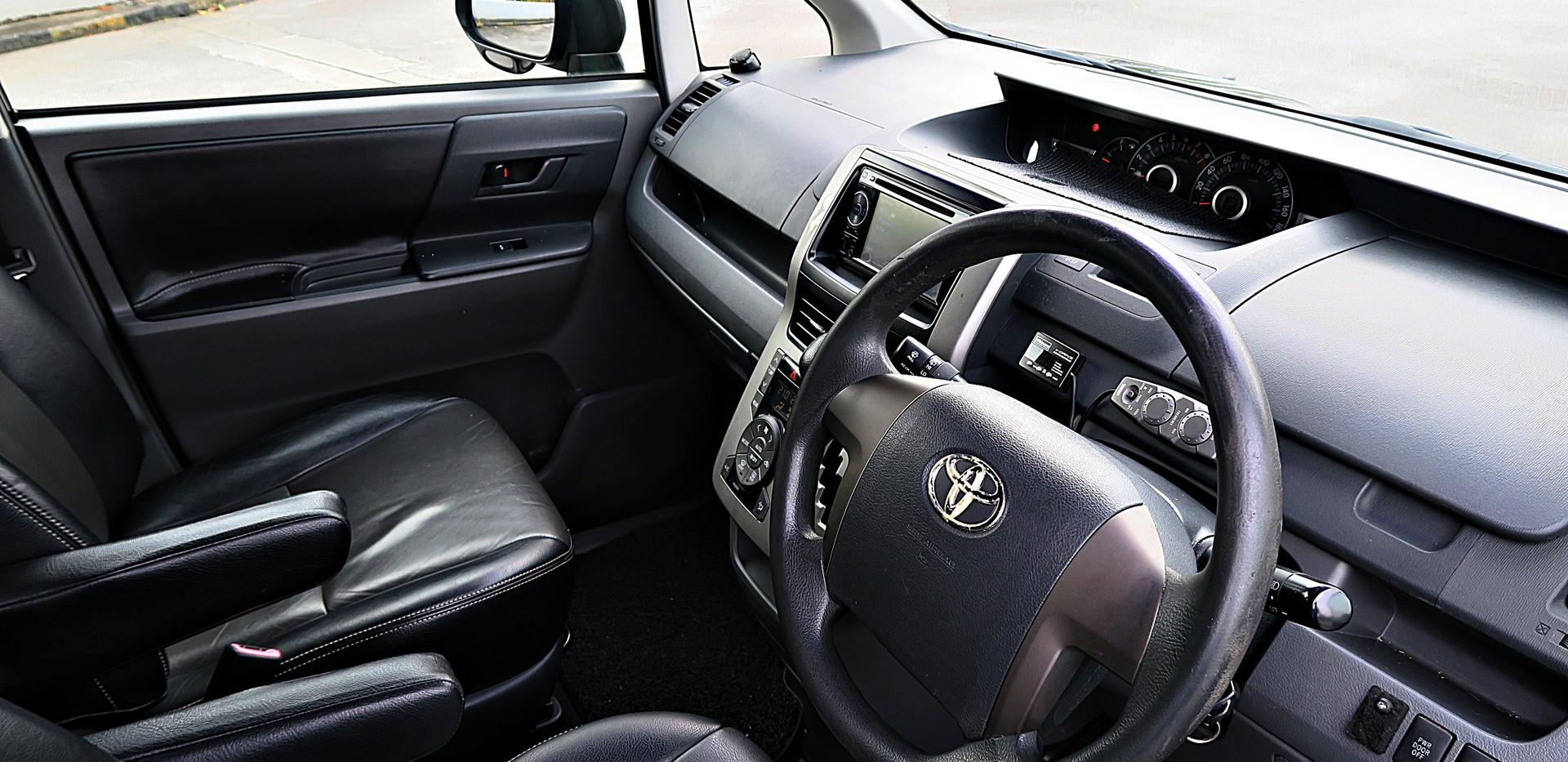 Toyota Voxyy 2.0A