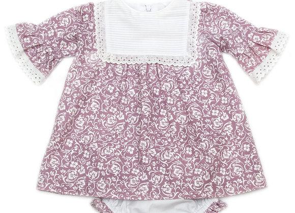 Vestido de flores lila con talle pique blanco y punta en talle y mangas