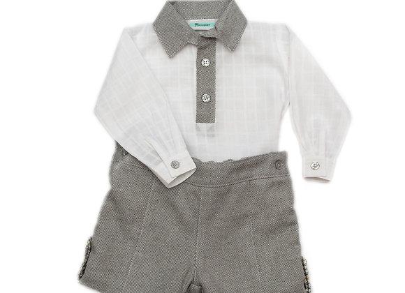 Conjunto bermuda gris chamonix con camisa de gasa cuadros con vista en chamonix