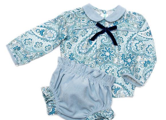Conjunto blusa azul con listón de terciopelo y calzón de pana azul