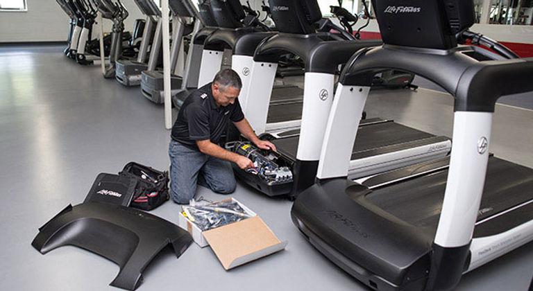 LFconnect-Protect-Service-man-fixing-treadmill-belt-s15.jpg