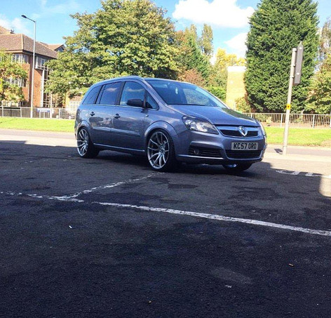 "Vauxhall Zafira Fitted With 20"" Mania Mayfairs"