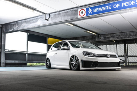 VW Golf Fitted With RIVIERA RV177