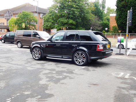 Range Rover Fitted With VOGUE V1
