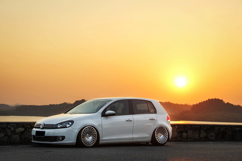 """VW Golf Fitted With 18"""" STX"""