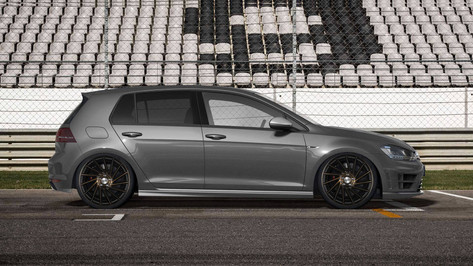 VW Golf Fitted With RIVIERA RV135