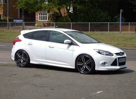 """FORD FOCUS Fitted With 20""""AXE EX30"""