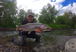 Nydelig_regbue_ørret_og_stolt_fisker.JPG
