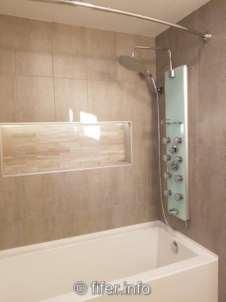 Top-lit shower niche'