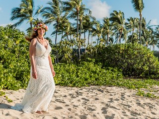 Andrea + Gus's Simple Family Wedding at Kukio Beach #hawaiibeachwedding