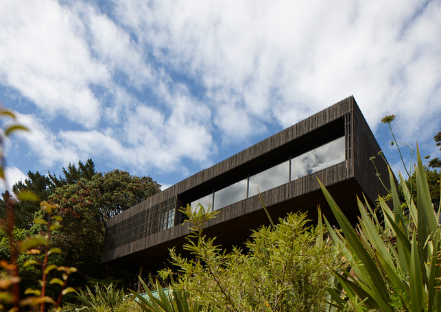 waiheke island lantern house holiday rental accomodation - nature garden house lodge herbst architects new zealand
