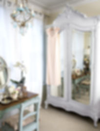 Armoire Louis XV blanche patinée - Cuisine
