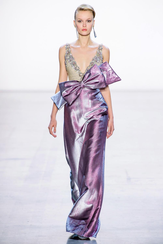 тренды сезона осень зима 2019 2020, металлик, модные ткани и материалы, вечернее платье, блестящее платье