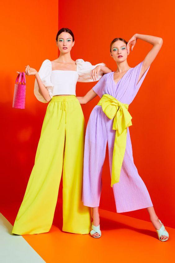 колор блокинг, оранжевый, комбинезон, желтые штаны, белая блузка