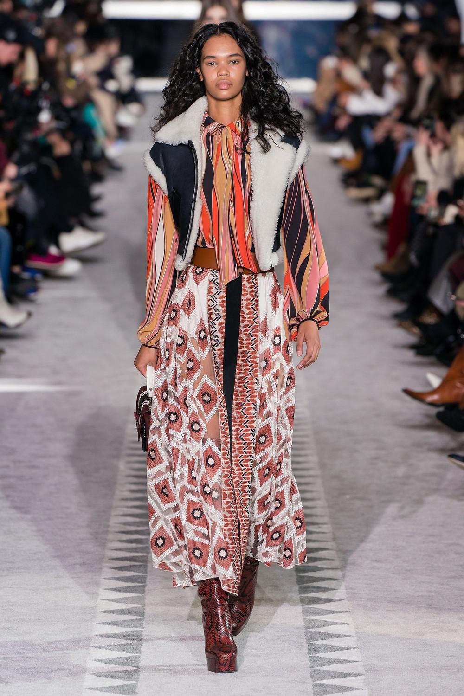 тренды сезона осень зима 2019 2020, стилистическое направление, стиль хиппи, стильный образ, длинная юбка