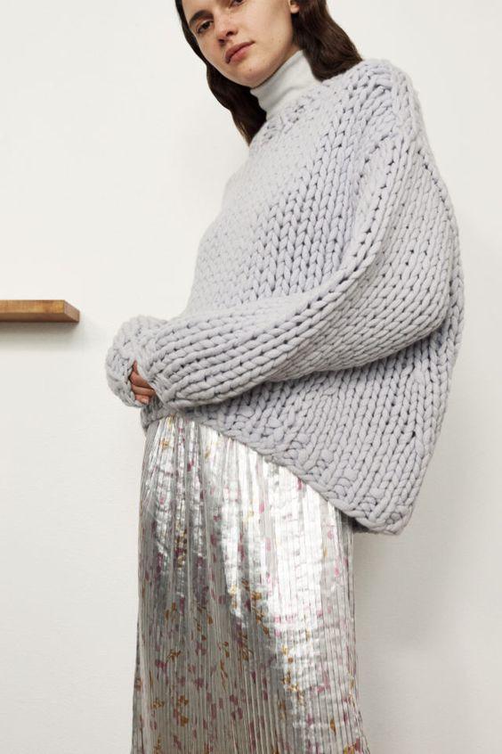 теплый свитер, стильный свитер, современный свитер, свитер с юбкой