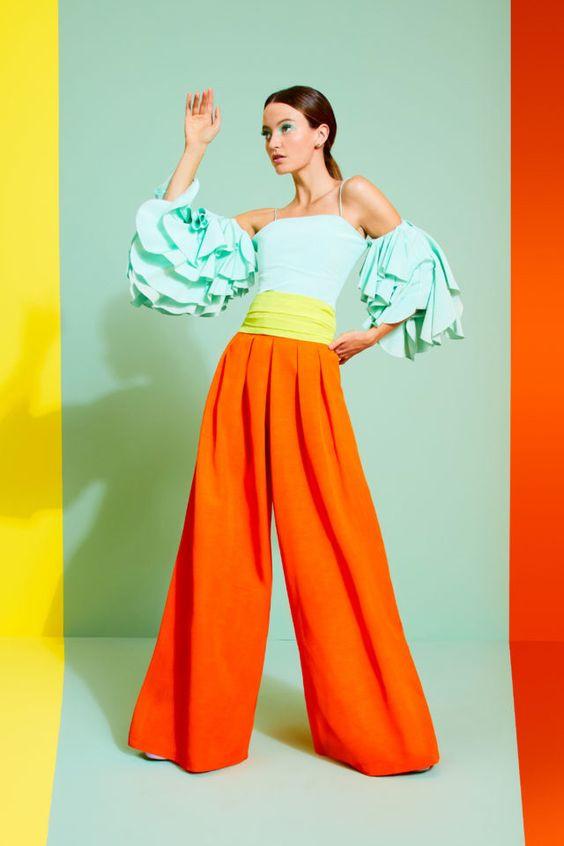 колор блокинг, светлая блуза, широкие штаны, оранжевые штаны, приемы колор блокинг