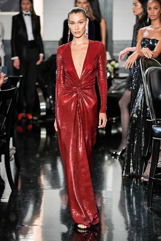 тренды сезона осень зима 2019 2020, металлик, модные ткани и материалы, вечернее платье, блестящее платье, красное платье