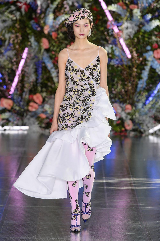 тренды сезона осень зима 2019 2020, модная деталь, тренд, колготки, яркие колготки