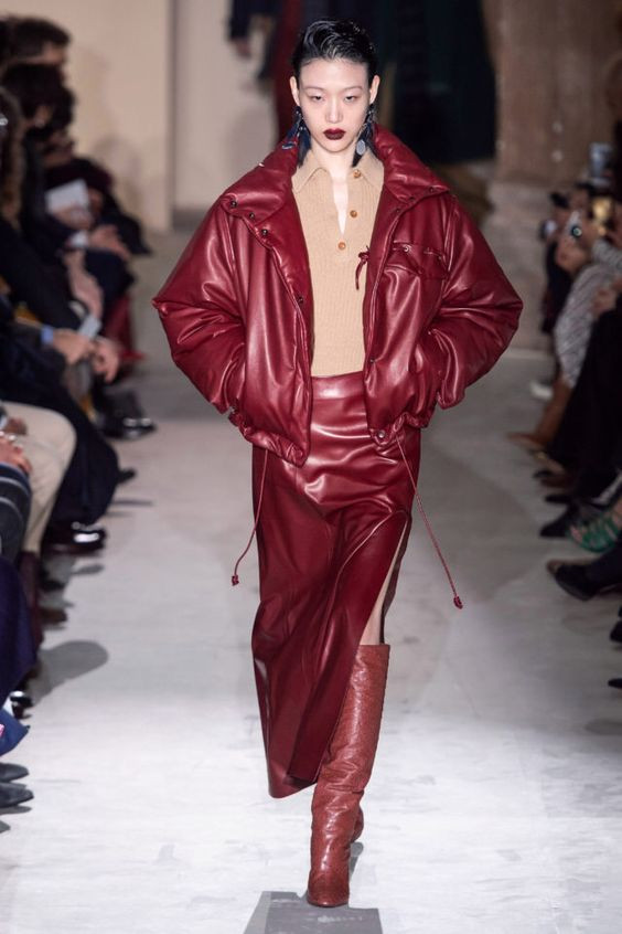 тренды сезона осень зима 2019 2020, кожа, модные ткани и материалы, кожаная куртка, кожаная юбка
