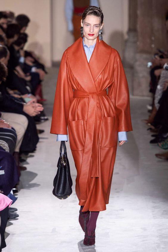 тренды сезона осень зима 2019 2020, модная одежда, тренд, кожаный плащ, яркий плащ