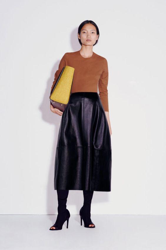 колор блокинг, юбка и кофта, кожаная юбка, водолазка без ворота