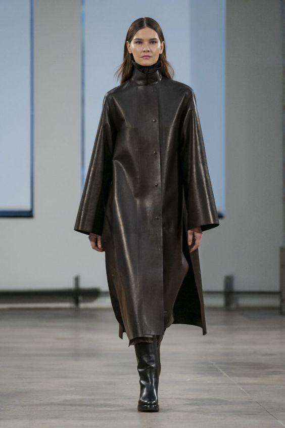 тренды сезона осень зима 2019 2020, модная одежда, тренд, кожаный плащ, стильный плащ