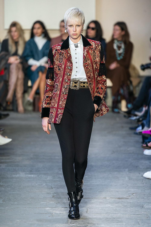 тренды сезона осень зима 2019 2020, модная одежда, тренд, черные леггинсы
