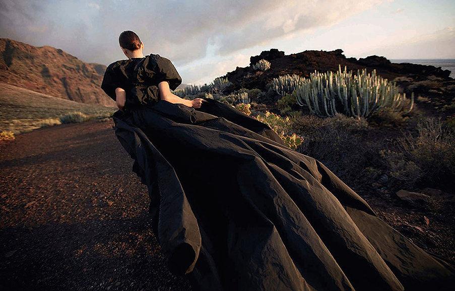 Cara-Taylor-covers-Vogue-China-May-2020-