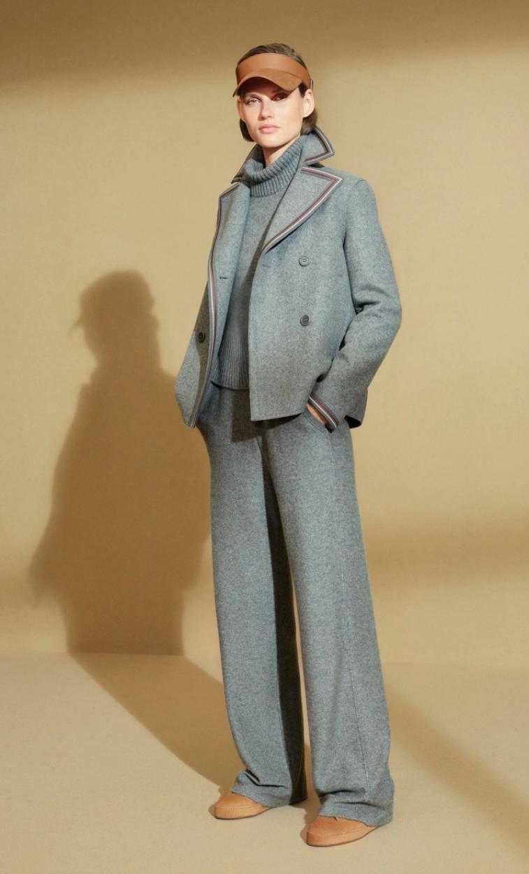 теплый свитер, стильный свитер, современный свитер, свитер с брюками